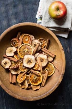 Naranja y canela en maceta Pourri en un tazón