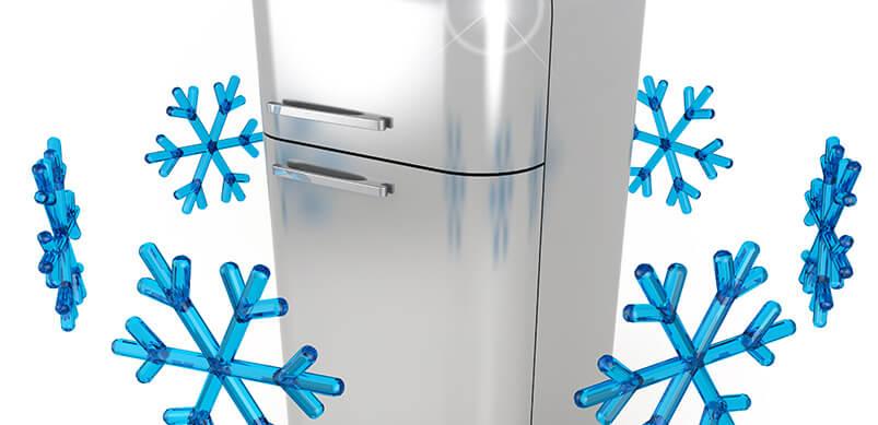 Nevera de acero con copos de nieve azules dando vueltas