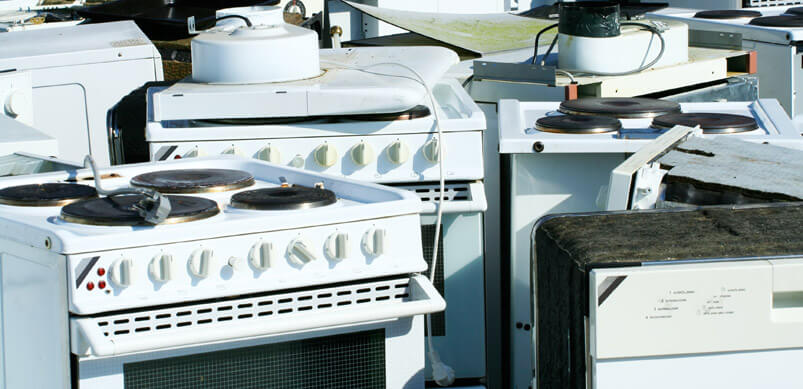 Electrodomésticos desechados en vertederos