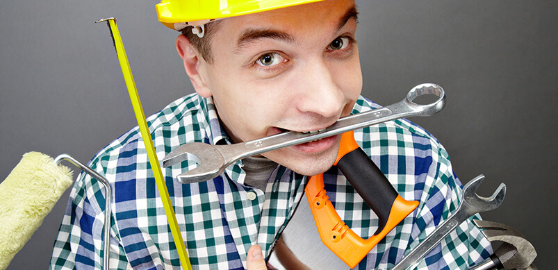 Hombre con muchas herramientas